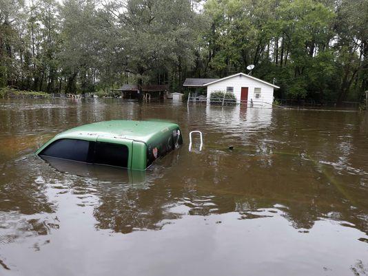 sc flooding 04OCT2015-AP-APTOPIX-East-Coast-Rainstorm-South-Carolina
